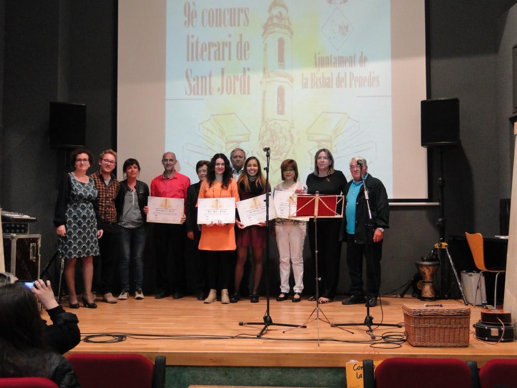 Imatge de tots els premiats del 9è Concurs Literari Sant Jordi. Foto: Salvador Català.
