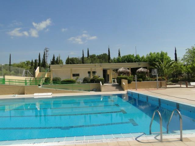 L'Ajuntament de la Bisbal del Penedès treu a licitació la gestió del bar de la piscina municipal i de la Festa Major, durant dos anys