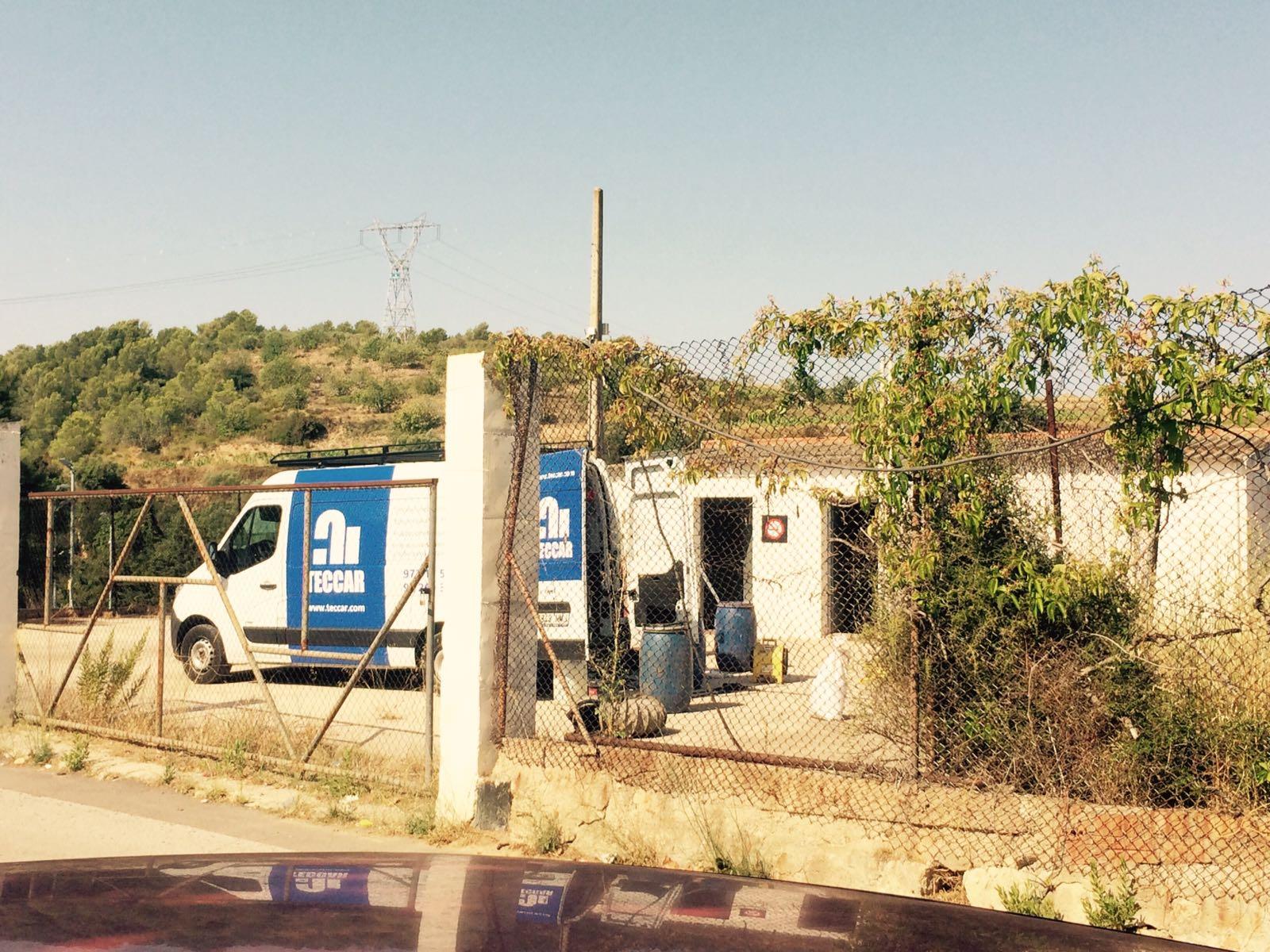 Han començat les obres de descontaminació del terreny on s'ubicarà el futur pàrquing d'autobusos de l'IES