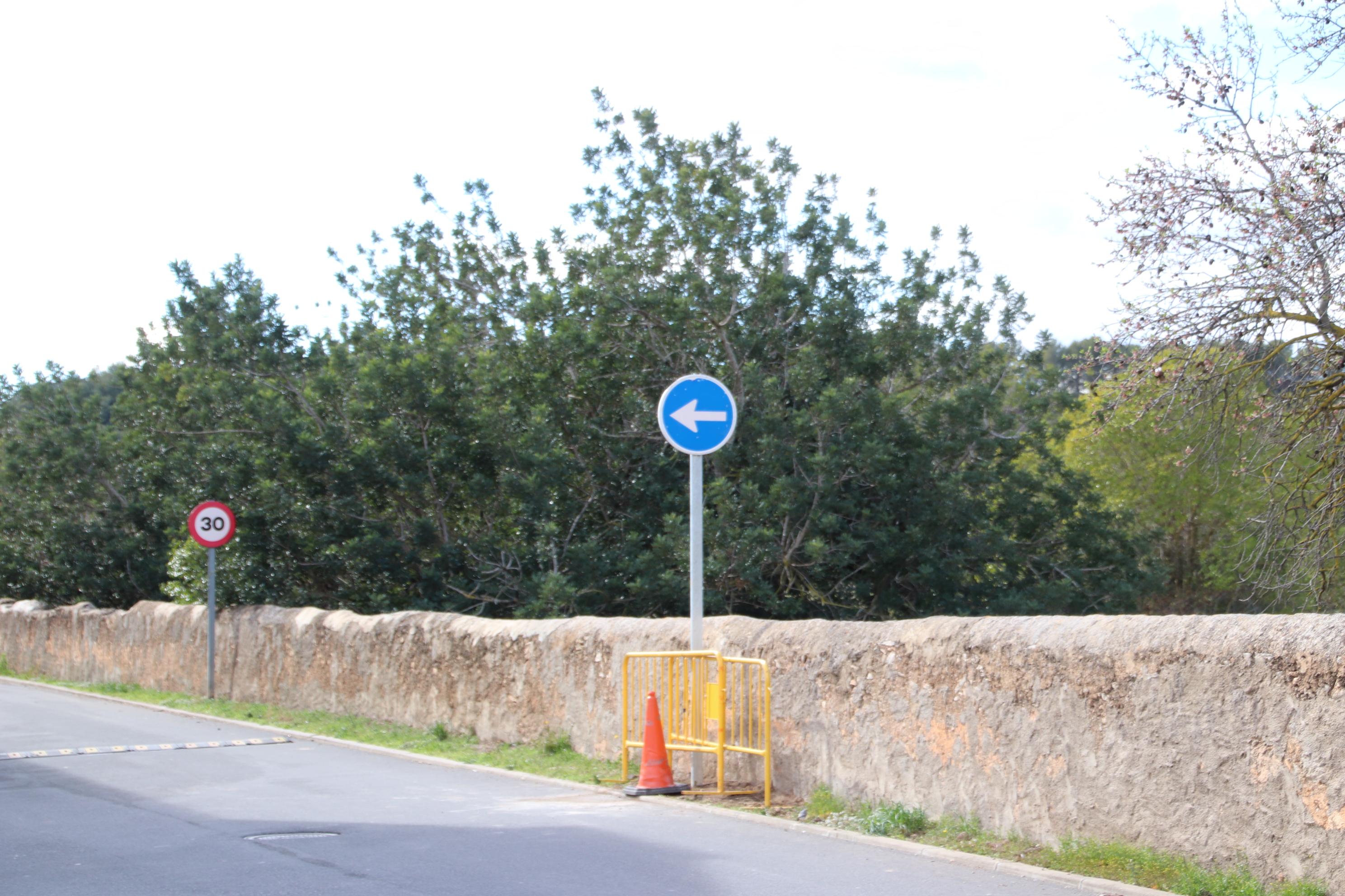 L'Ajuntament ha tornat a instal.lar un senyal de trànsit que havia estat sostret