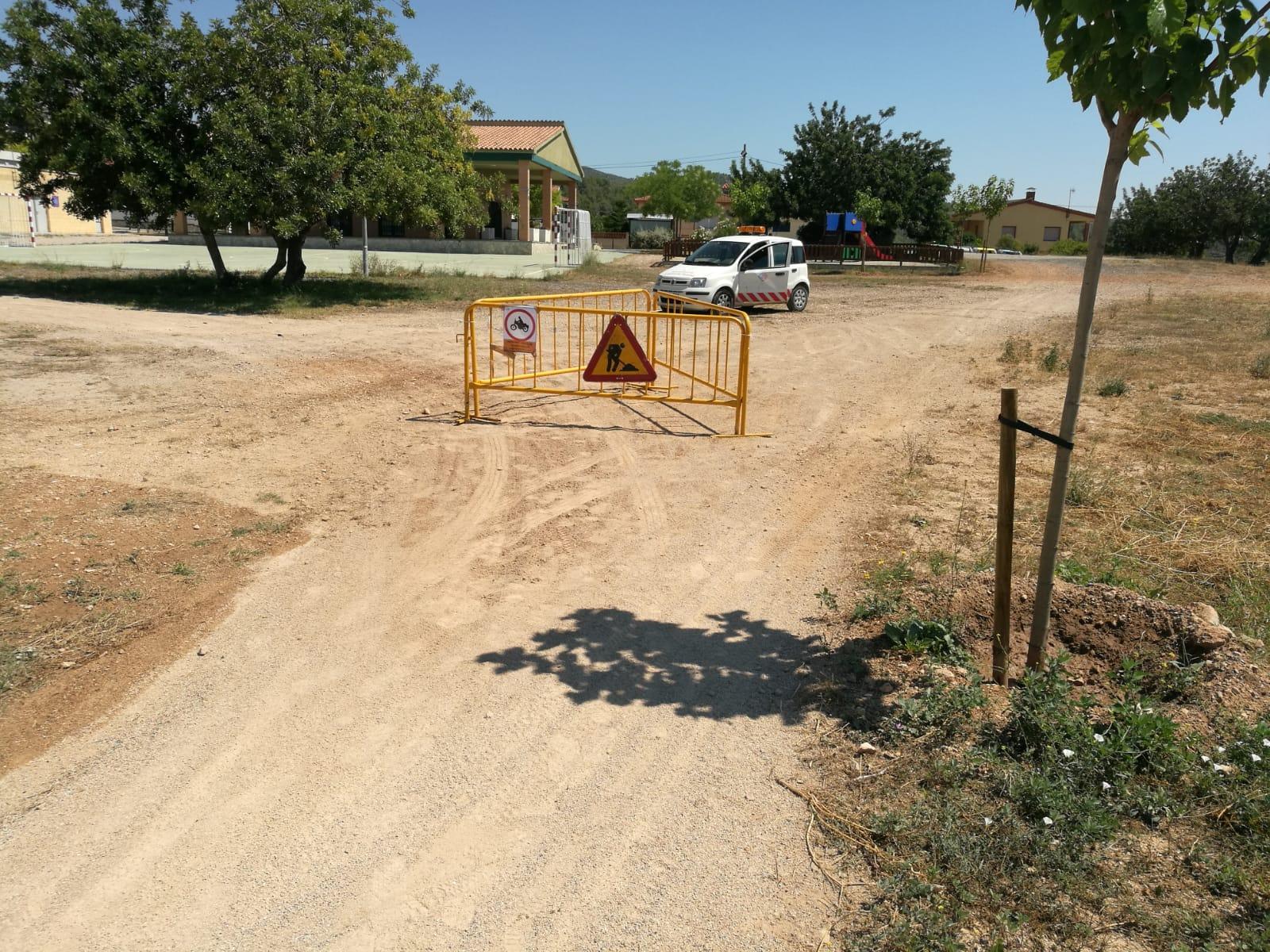 Diversos motoristes estan fent malbé els camins del parc d'esbarjo del Priorat de la Bisbal