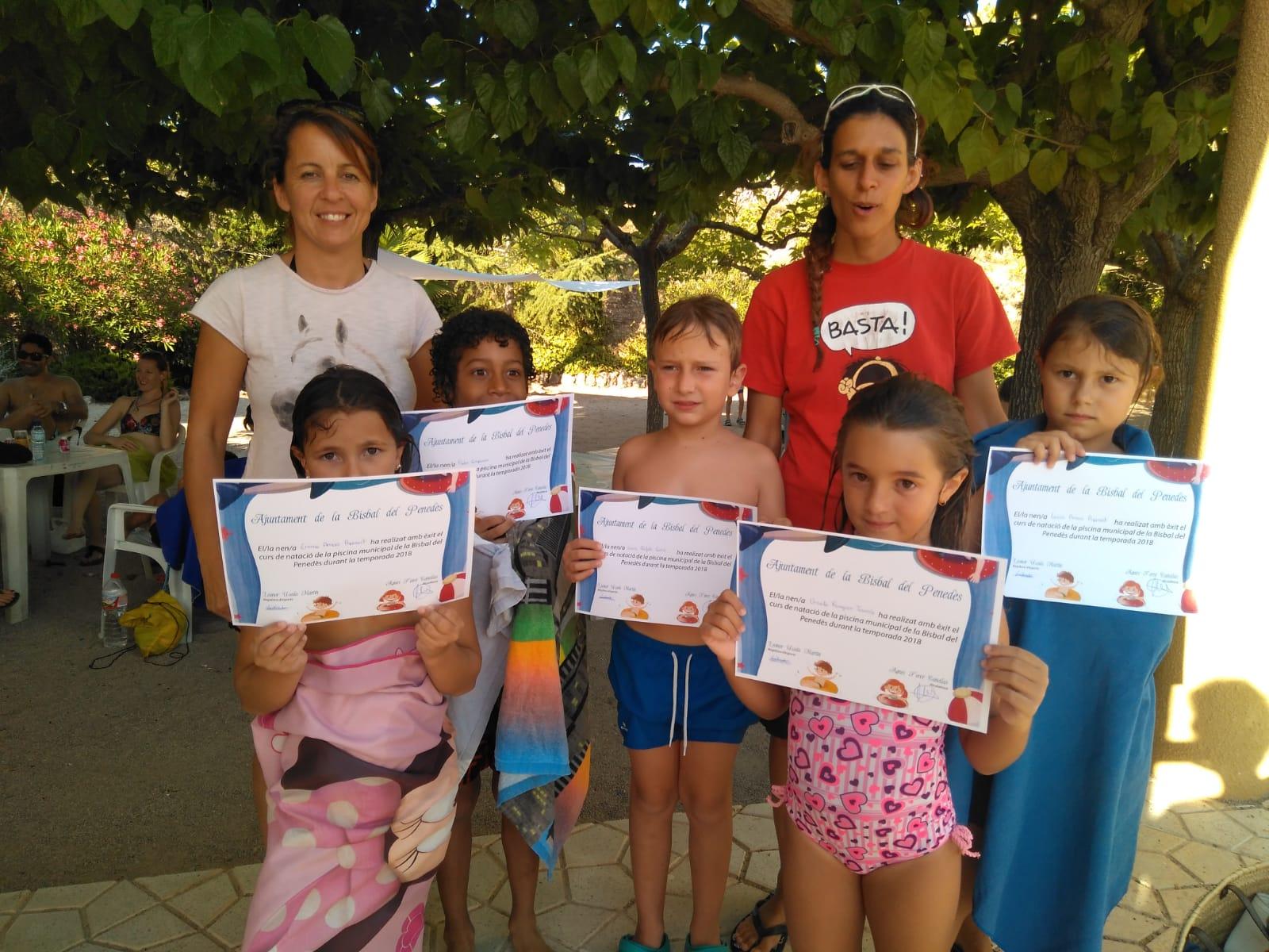 Aquest dijous han acabat els cursets de natació de la piscina municipal