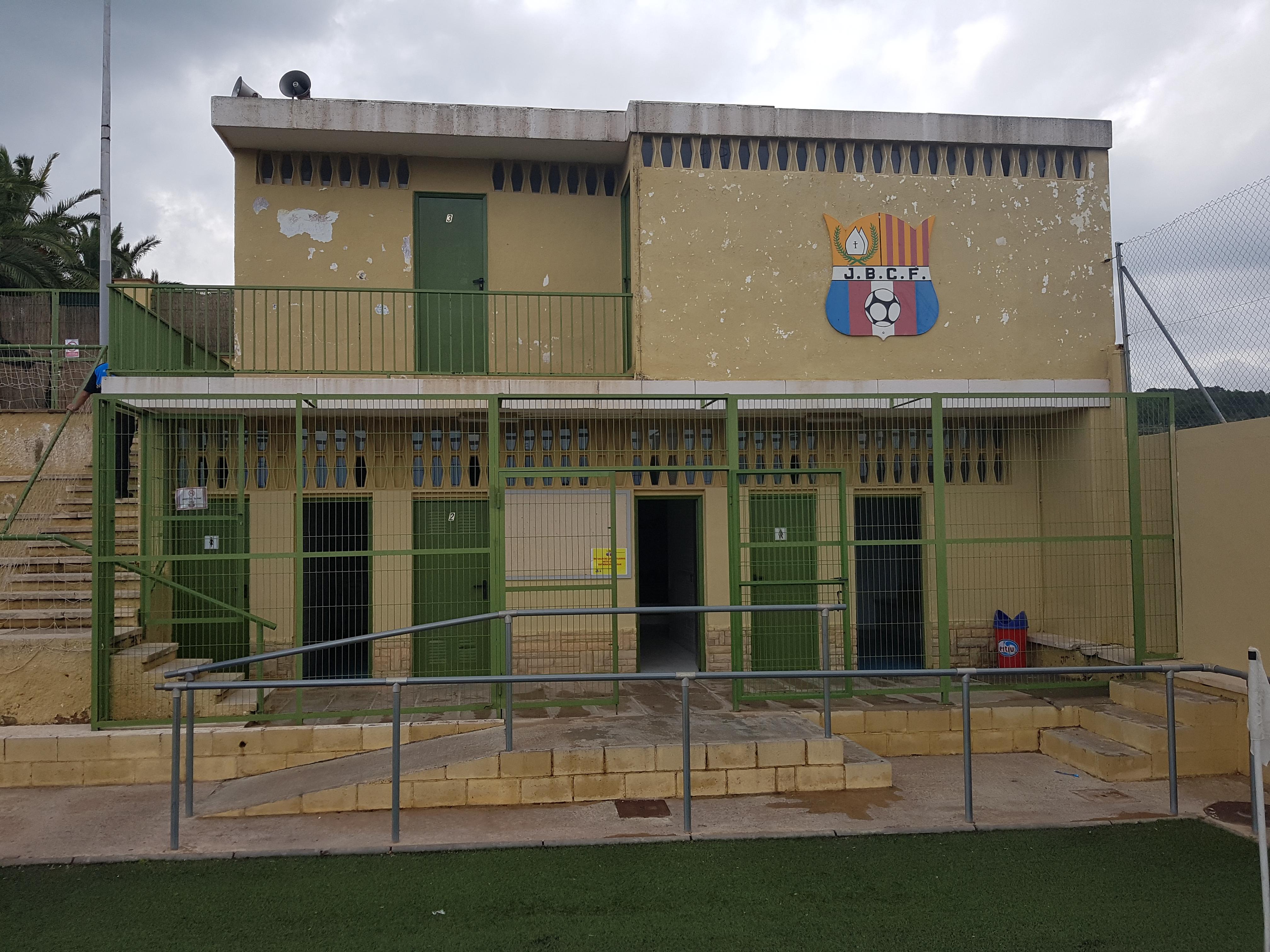 Ja han començat les obres de rehabilitació dels vestidors del camp de futbol