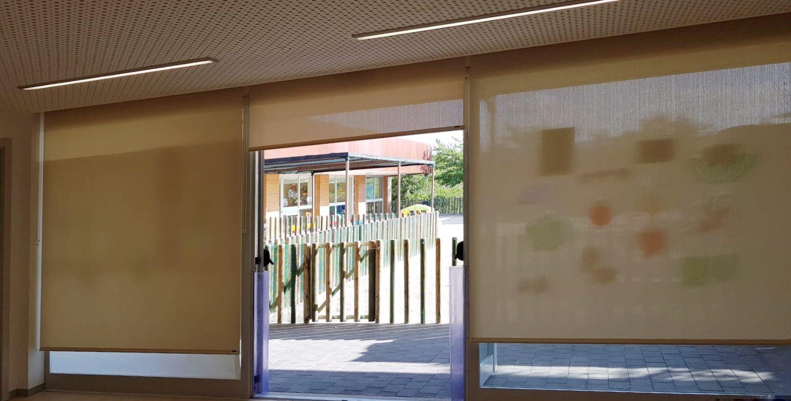 La Regidoria d'Ensenyament ha instal·lat cortines noves al menjador de la Llar d'Infants