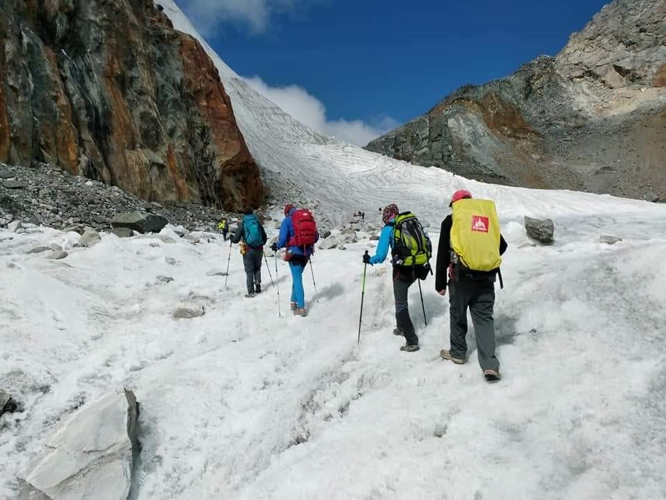 Diversos joves Penedesencs han realitzat una expedició a l'Himàlaia i han aprofitat per fer una donació per als nens de la casa d'acollida del Kailash Hostel en col·laboració amb la Joventut Bisbalenca