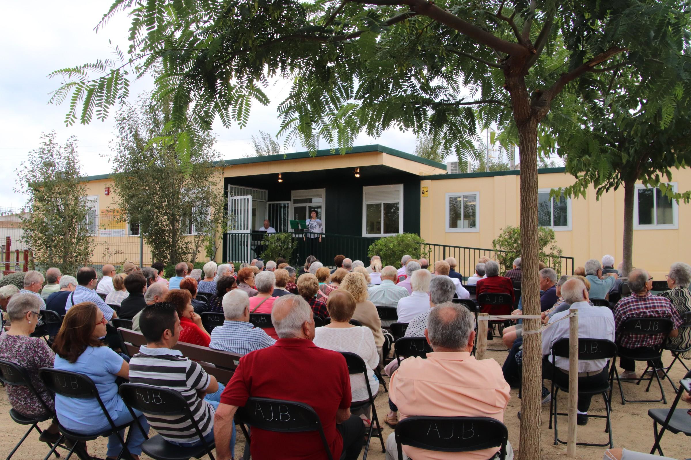 Un centenar de persones van assistir dissabte a la inauguració del Racó de la Gent Gran