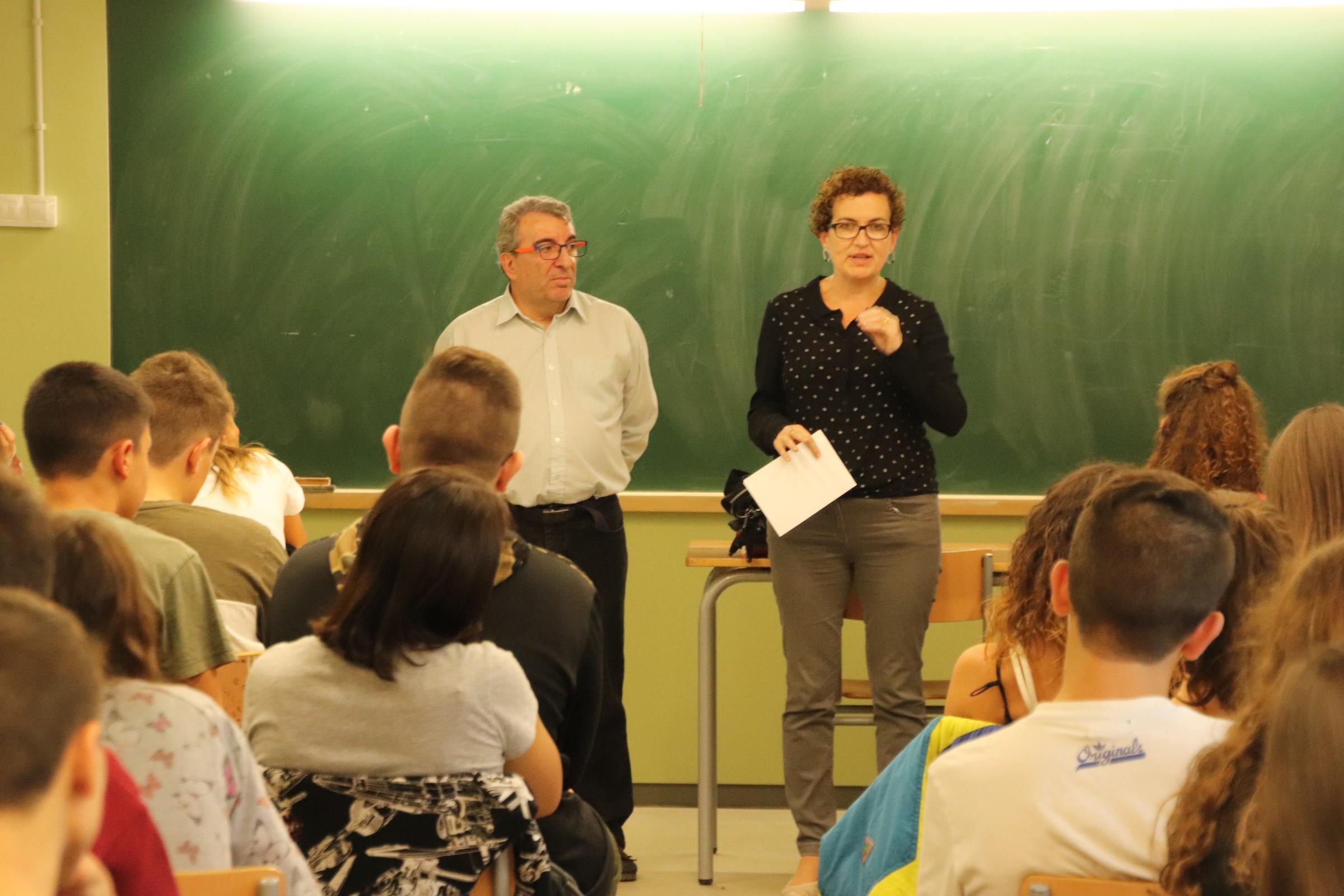 L'alcaldessa i el regidor de Benestar Social han ofert una xerrada als alumnes de 4t d'ESO de l'Institut Coster de la Torre