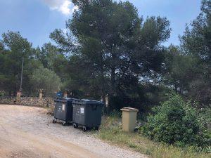 Illa contenidors carrer Segria amb carrer Garrigues