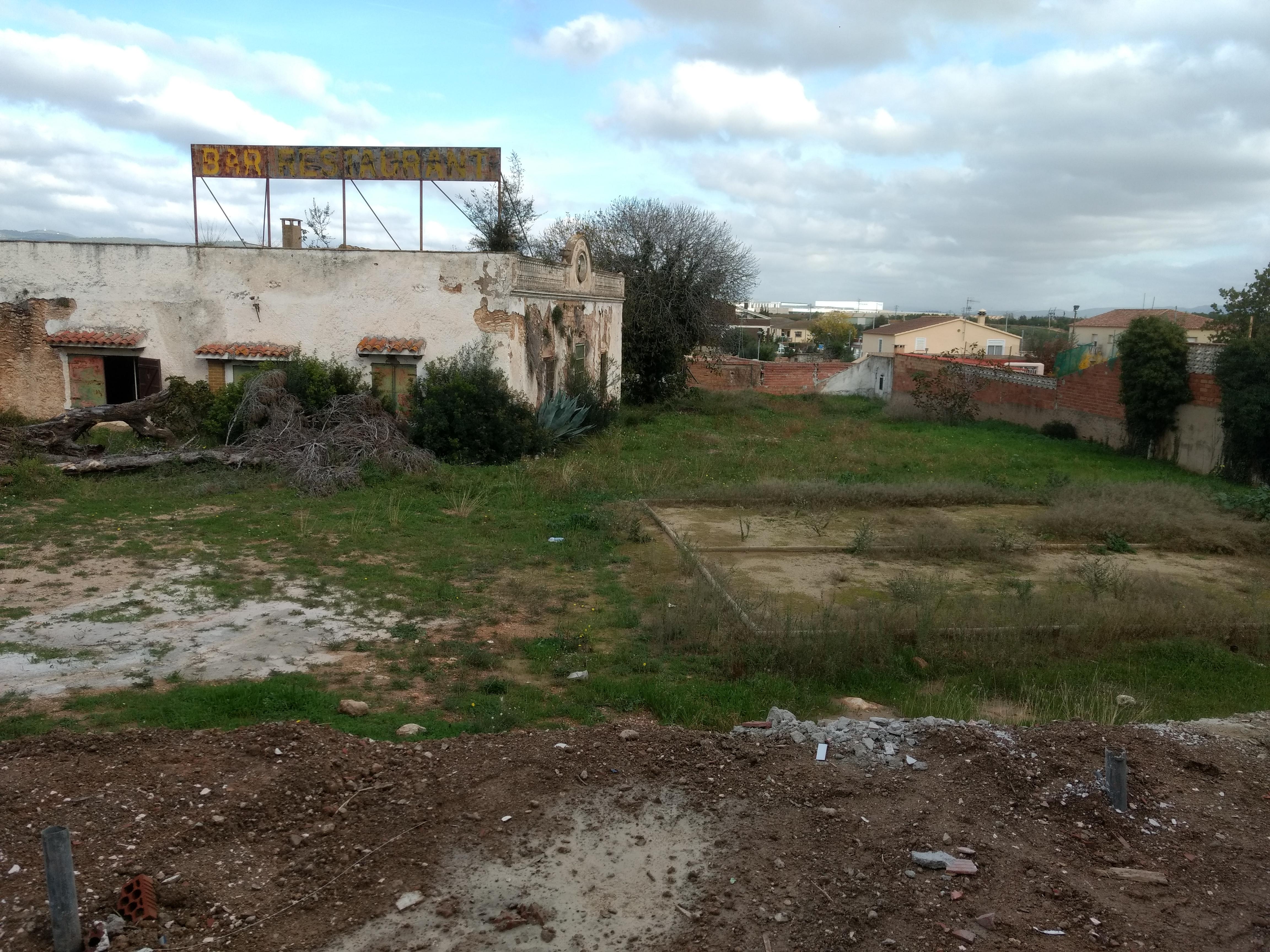 L'Ajuntament adequarà un terreny d'equipaments al costat del local social que s'està construint a la Miralba
