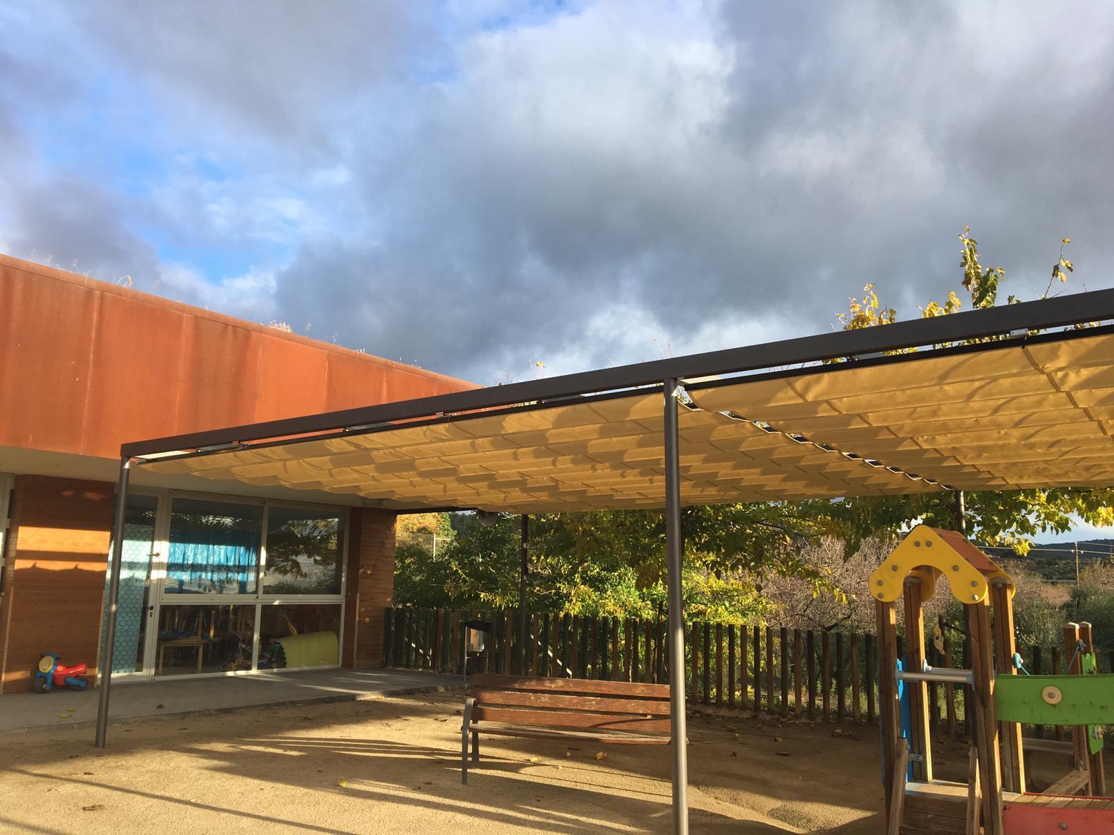 La Regidoria d'Educació ha instal·lat un tendal al pati de la Llar d'infants