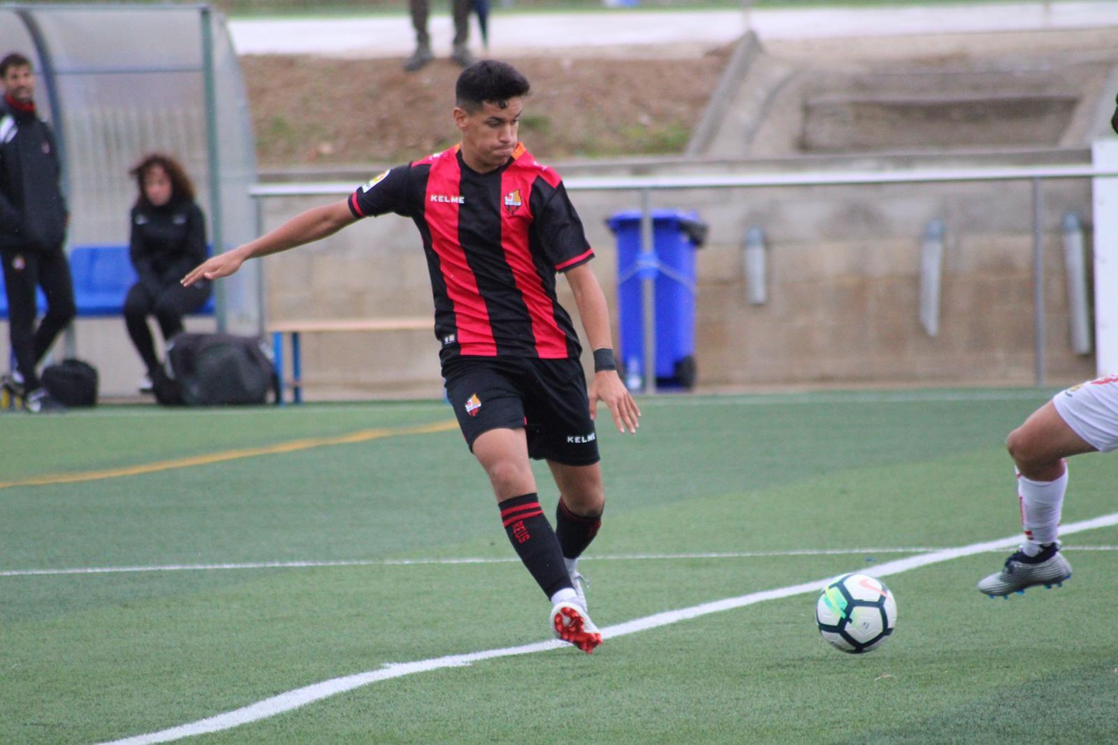 El futbolista bisbalenc Youssef El Ghzaoui ha estat convocat per la selecció sub 18 del Marroc