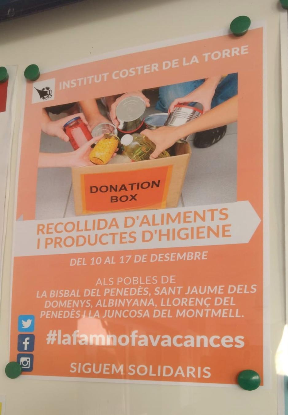 Els alumnes de quart d'ESO de l'Institut Coster de la Torre estan recollint aliments i productes d'higiene personal en diversos punts del municipi