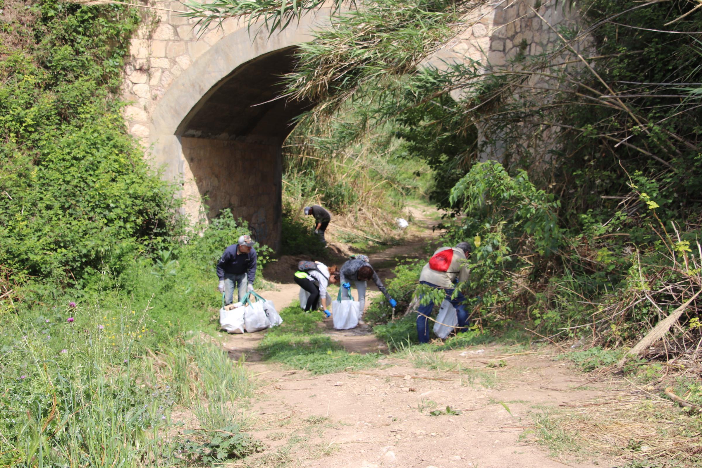 Aquest dissabte s'han recollit més de 15 bosses de residus del torrent en el marc de l'European Clean Up Day