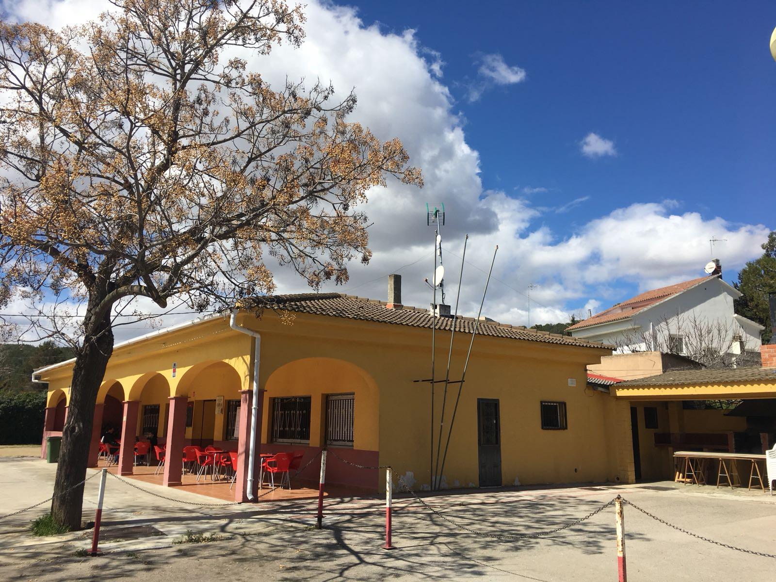 L'Ajuntament aprova un contracte per arranjar un mur de la parcel·la del local social de l'Esplai que està malmès