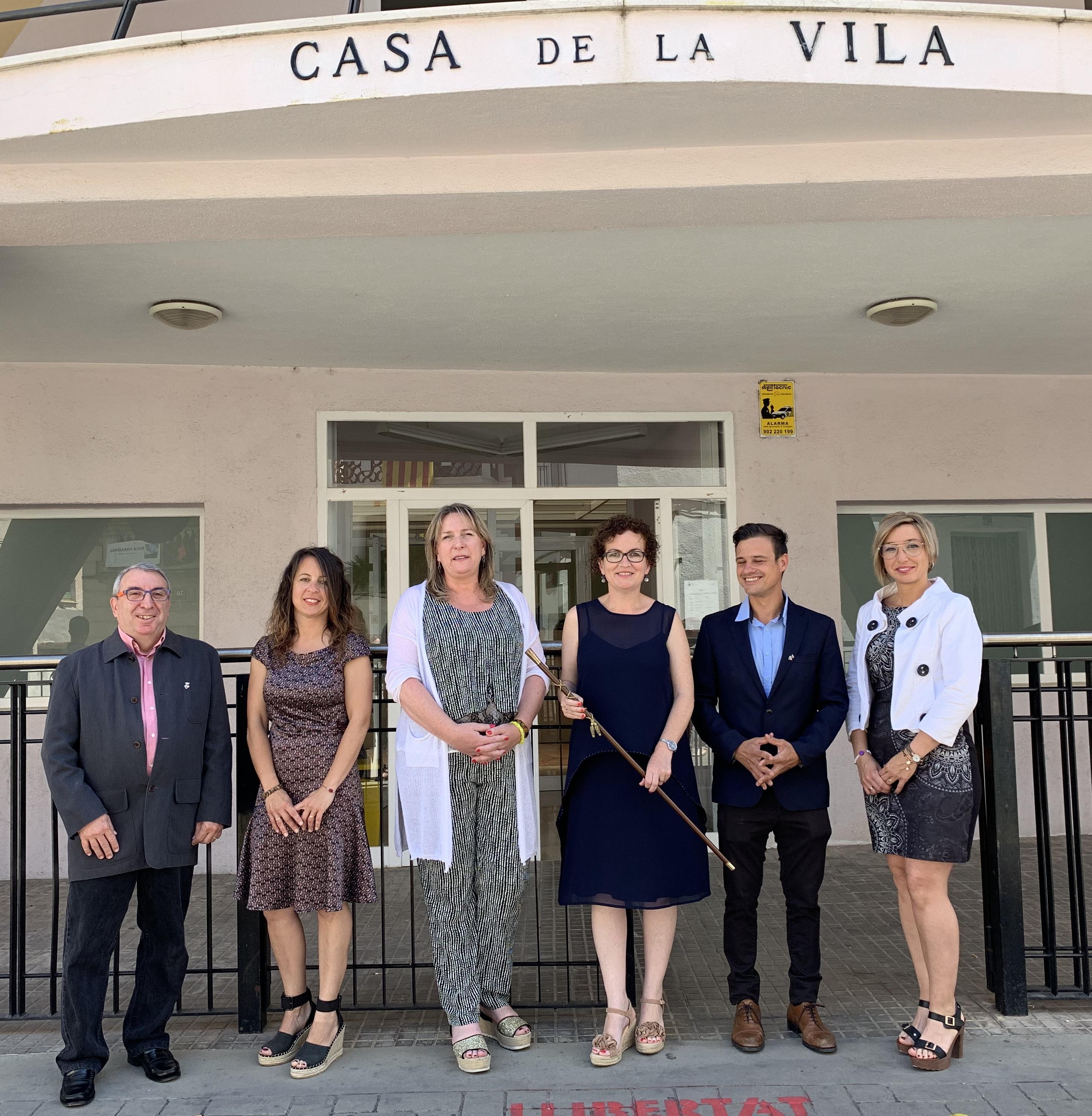 L'alcaldessa Agnès Ferré signa el decret de delegació de competències als regidors i regidores de l'equip de govern
