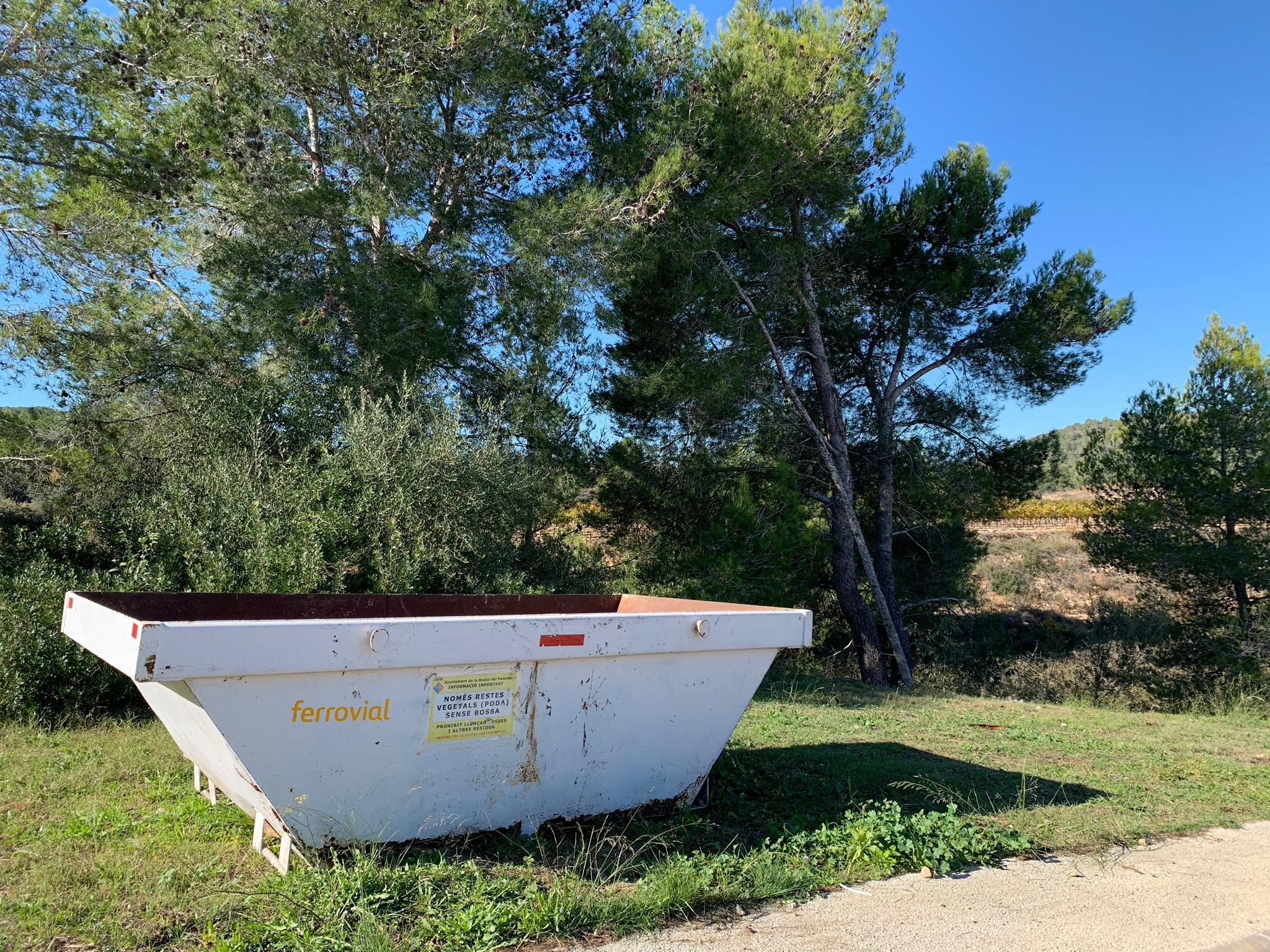 Aquest dilluns s'han començat a instal·lar els contenidors per a restes de poda