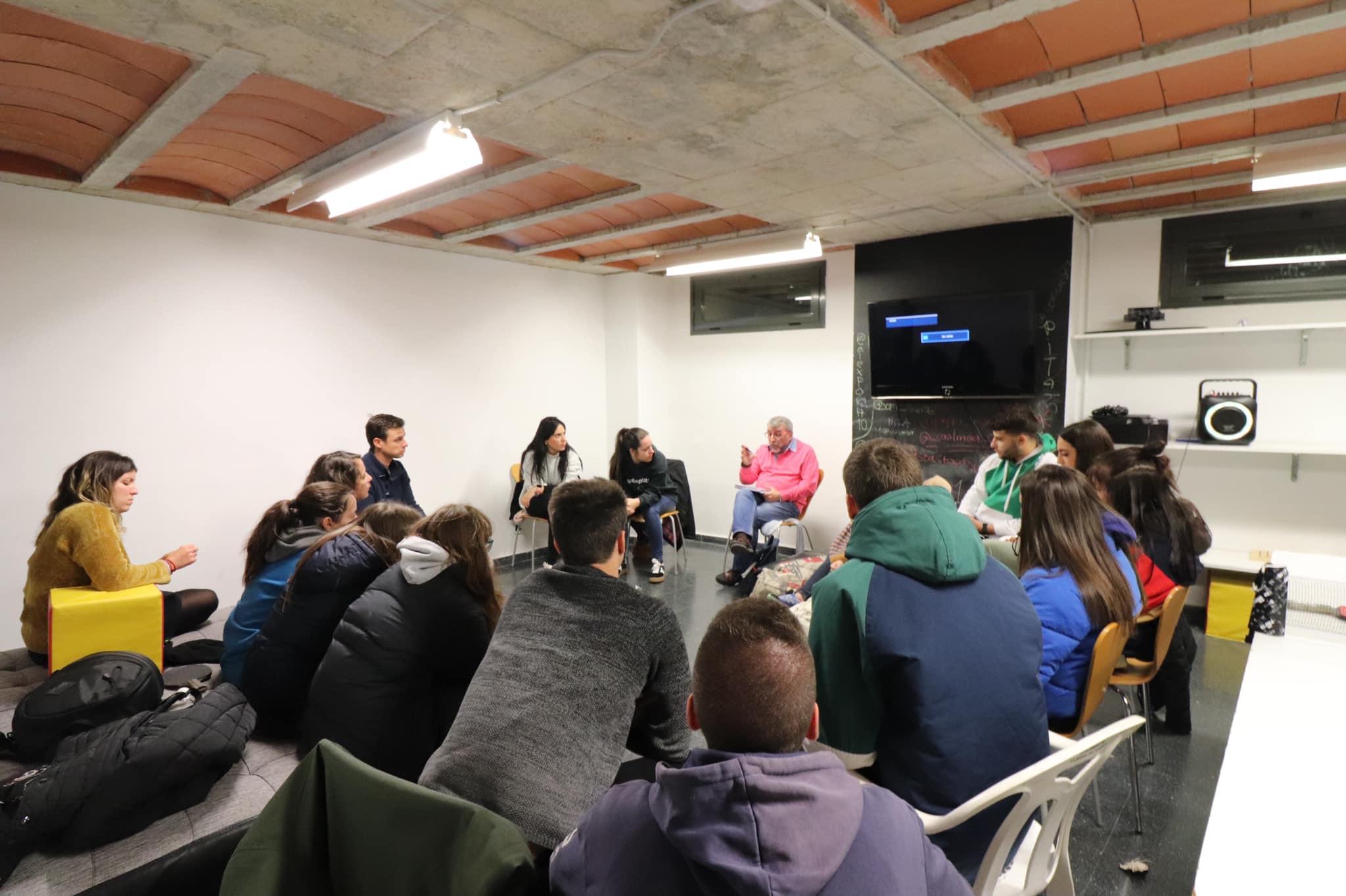 El divendres 29 de novembre a les 19h tindrà lloc la segona reunió perquè els joves triïn els grups que actuaran durant les nits joves de la Festa Major 2020