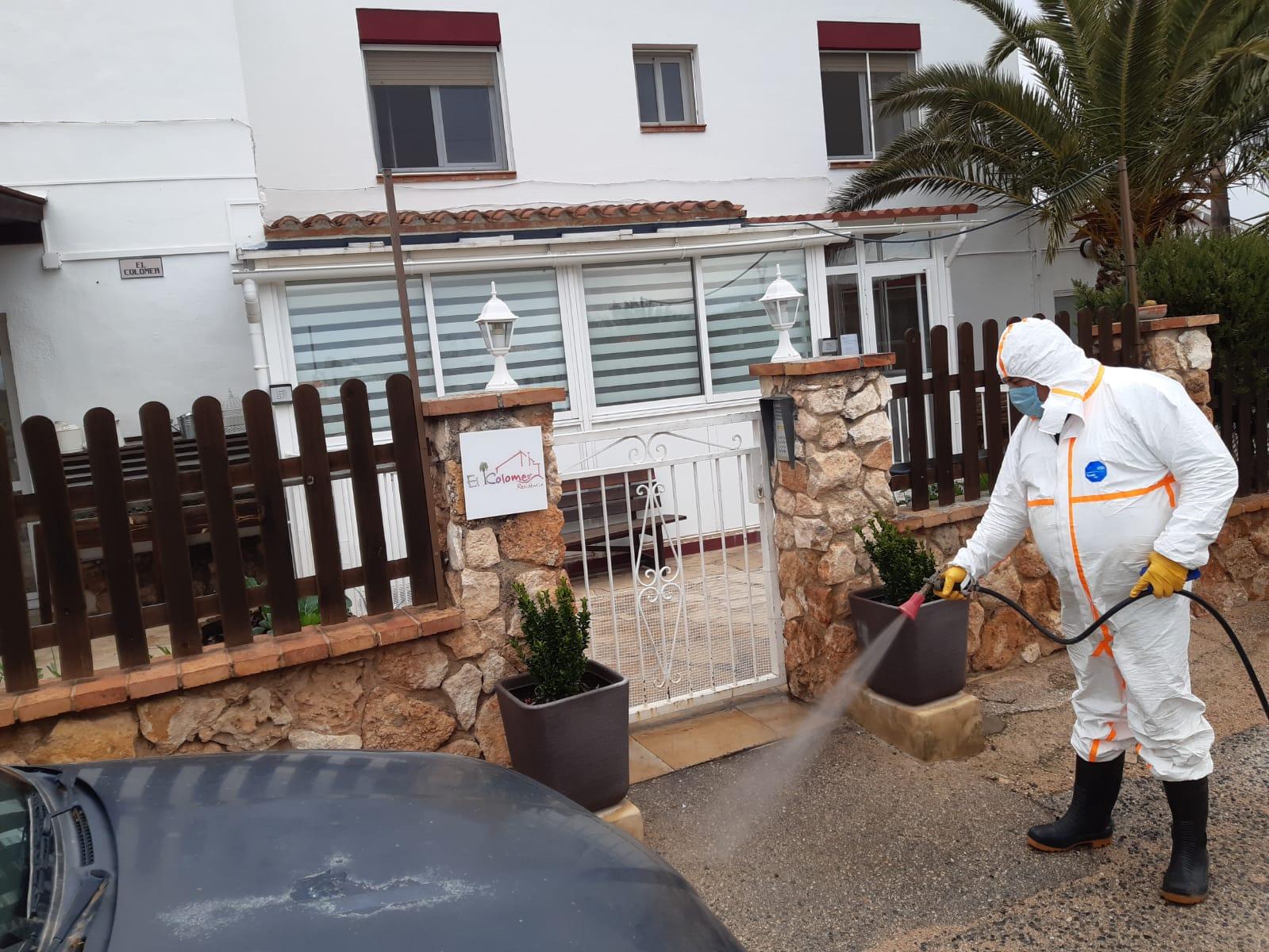 Continuen els treballs de desinfecció de carrers i zones del municipi amb més afluència de persones