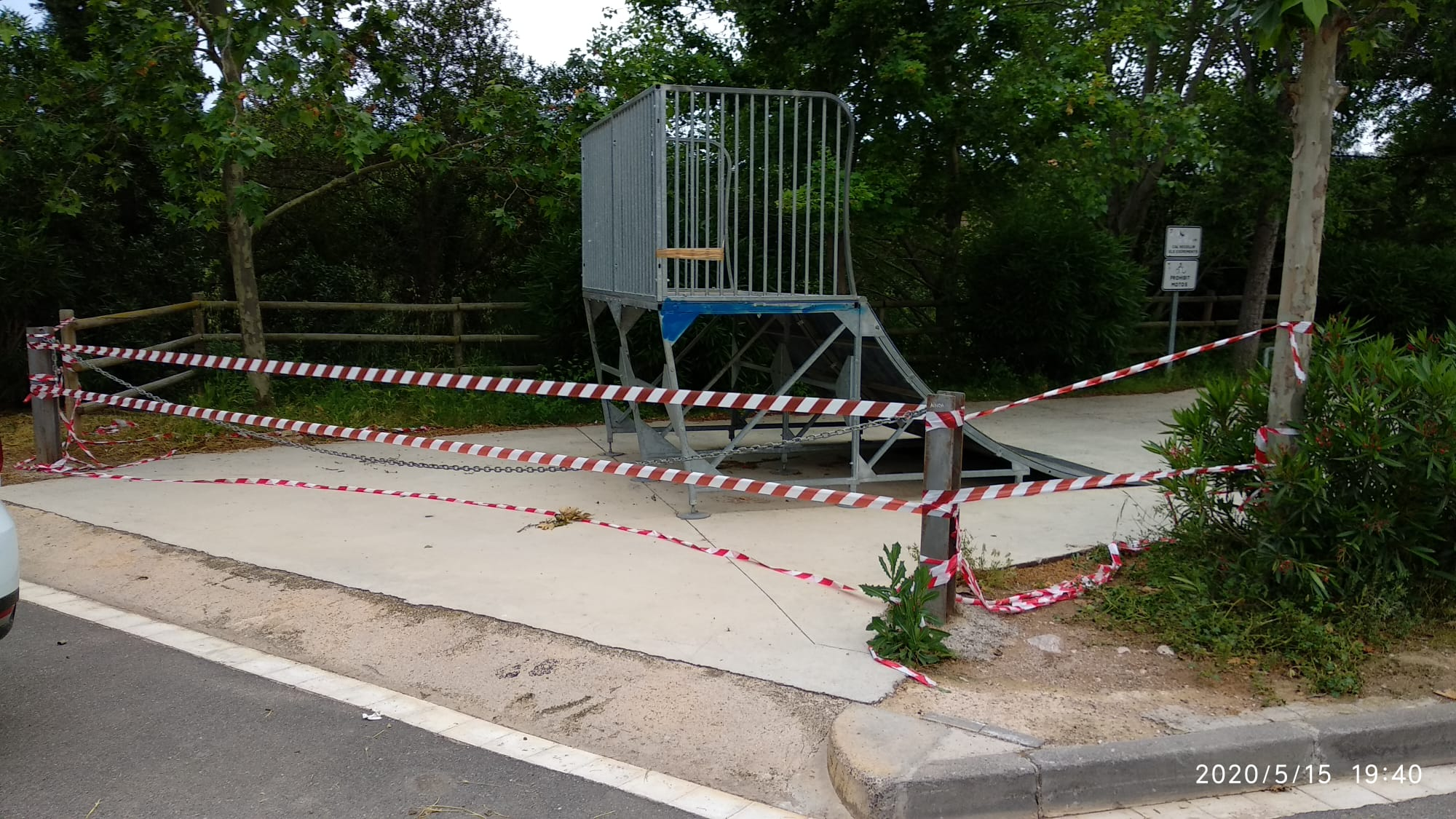 Respecteu les mesures de seguretat i prevenció: no accediu a la pista d'skate