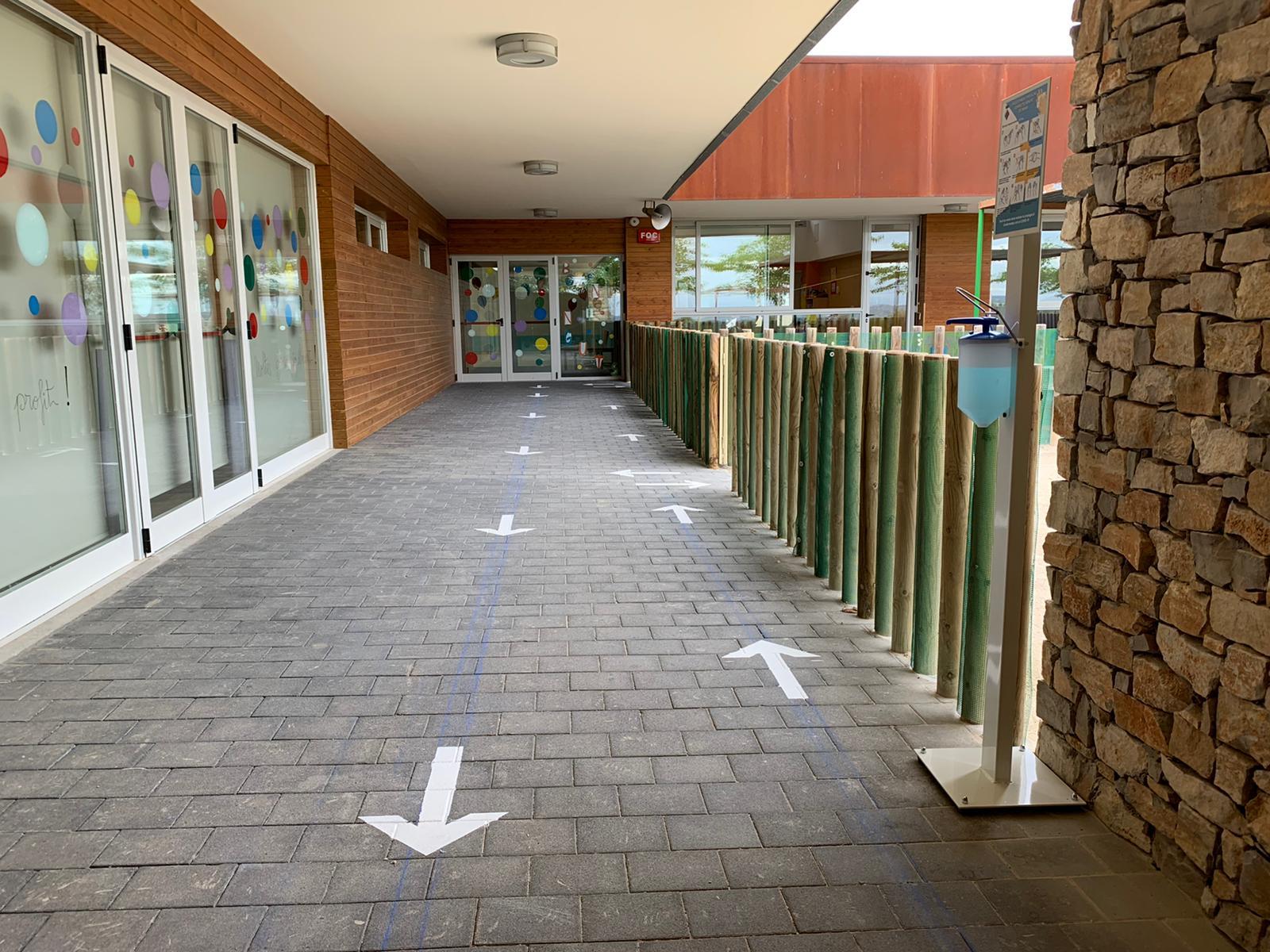 S'aprova un contracte per desinfectar els accessos als centres educatius de la Bisbal