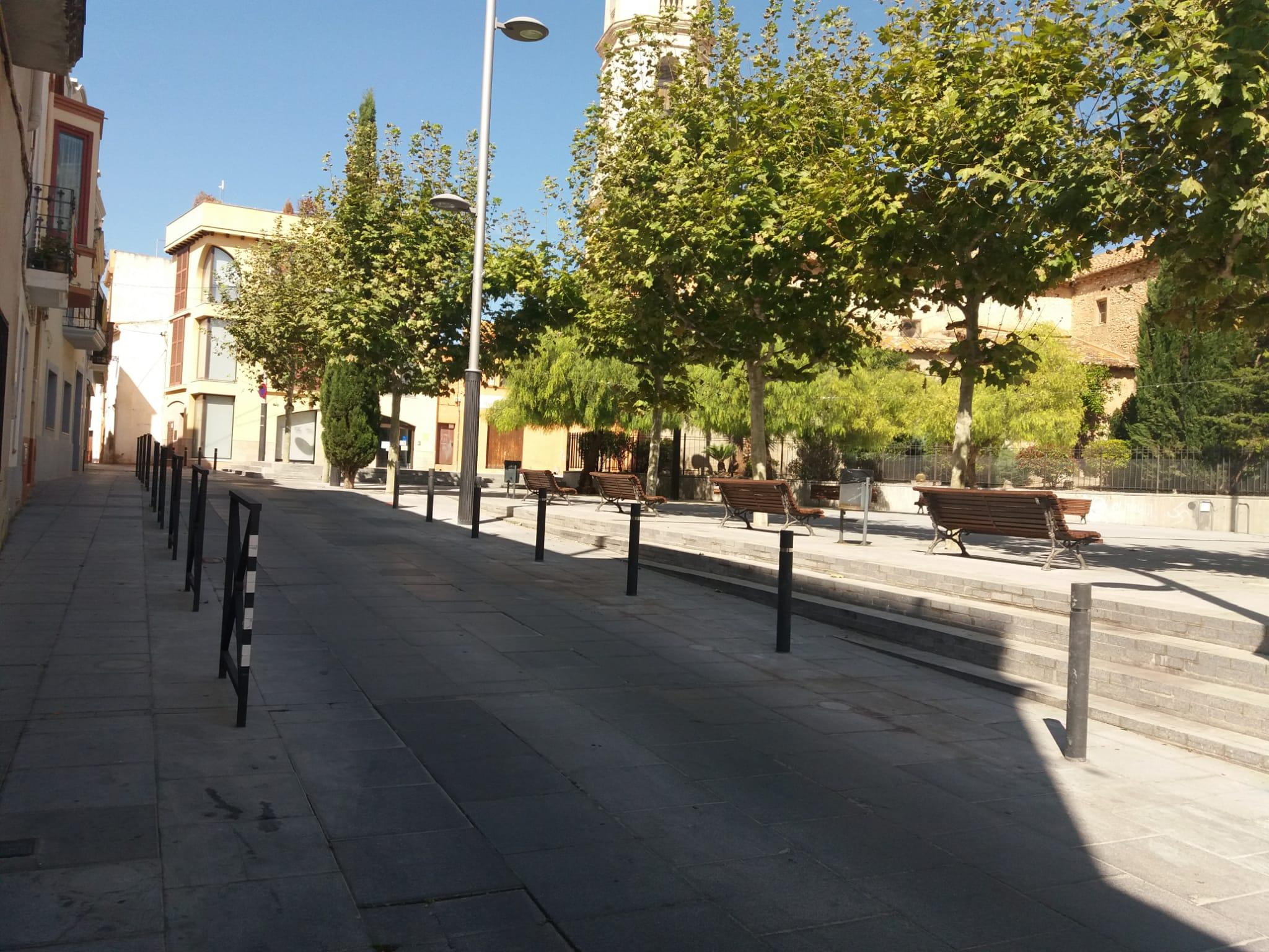 La Regidoria de Mobilitat i Via pública Treballs ha efectuat treballs per millorar la seguretat dels vianants i els vehicles a la plaça de l'església