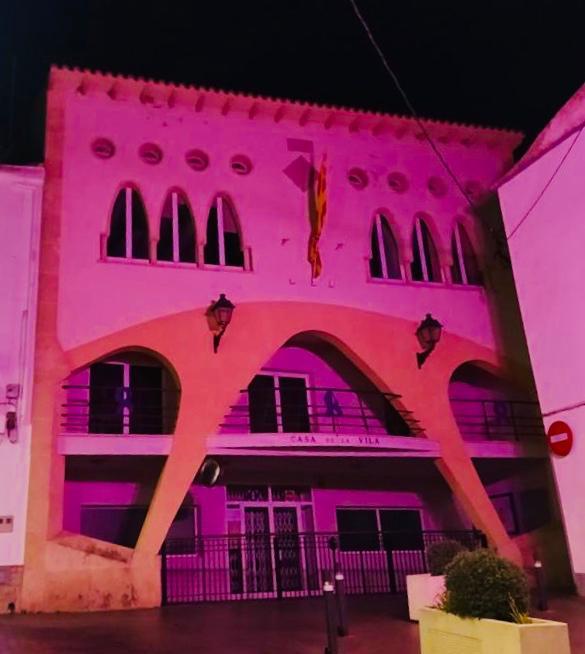 L'Ajuntament s'il·lumina de color morat amb motiu del Dia internacional per a l'eliminació de la violència envers les dones