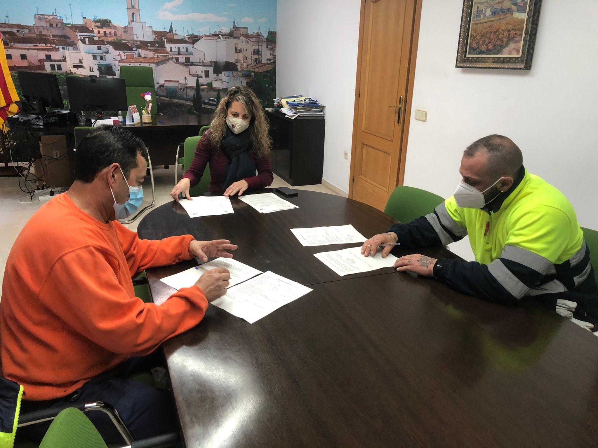 L'Ajuntament ha contractat dos operaris de les borses de treball per condicionar i arranjar camins municipals
