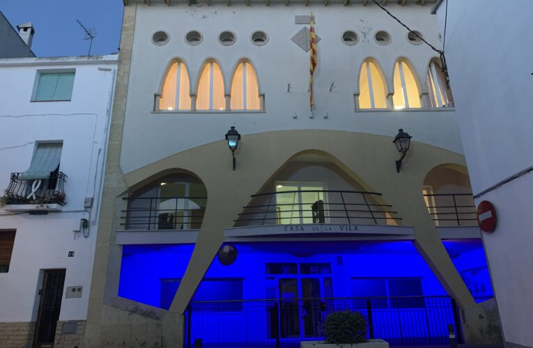 L'Ajuntament s'il·lumina de blau amb motiu del Dia Mundial de l'aigua
