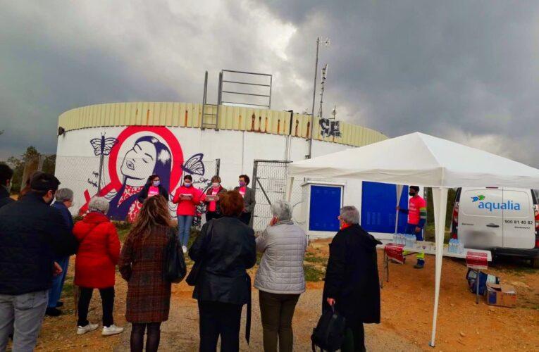 El dipòsit d'aigua de l'Esplai estrena un mural per la igualtat amb motiu del 8M