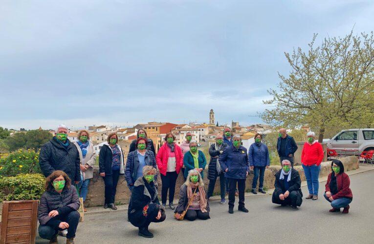 L'Ajuntament agraeix la tasca dels voluntaris del Rebost Solidari i del Servei Bon Dia convidant-los a esmorzar i obsequiant-los amb una mascareta commemorativa