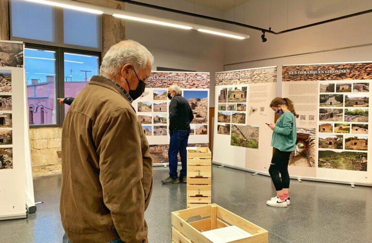 """El Centre Municipal de Cultura acull l'exposició """"Tota pedra fa paret. La pedra seca a Catalunya"""" fins al 21 de maig"""