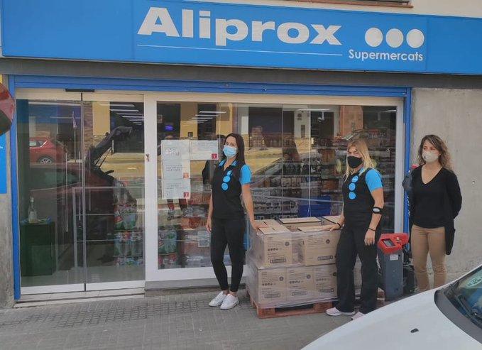 El Supermercat Aliprox de la Bisbal del Penedès ha fet una donació de 15 caixes de galetes per al Rebost Solidari