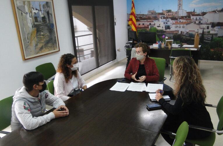 L'Ajuntament de la Bisbal del Penedès i l'AMPA de l'Escola Ull de Vent han signat el conveni per a la socialització dels llibres del curs 2021/2022